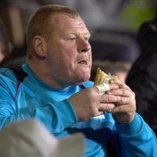 Apetitas: W.Shaw per rungtynes pyragą šlamštė ne vien dėl to, kad buvo išalkęs.