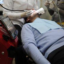 Karantino metu dantys gydomi tik juos raunant?