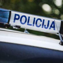 Šiauliuose elektriniu paspirtuku važiavusi mergina kliudė moterį ir pasišalino