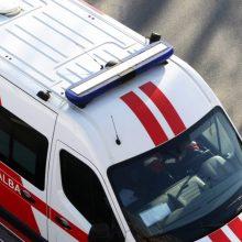Į Klaipėdos rajoną lėkė specialiosios tarnybos: per eismo įvykį prispaustas žmogus