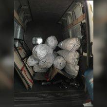 Iš Baltarusijos atvykusiame mikroautobuse rasta cigarečių kontrabanda