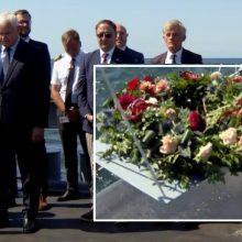 Klaipėdoje – negrįžusiųjų iš jūros pagerbimo ceremonija: į bangas nuleisti vainikai