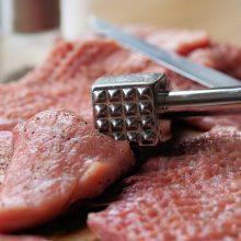 VMVT suklydo ir atsiprašo: nesaugi mėsa vartotojų nepasiekė