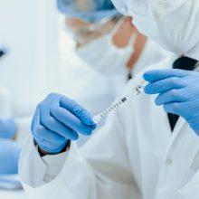 Ministras: didelių kolektyvų vakcinavimo procesas dar nėra toks, kokio norėtųsi