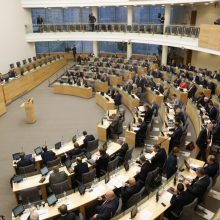 Vyriausybės negebėjimas įtikinti Seimo dėl mokesčių liudija apie augančią suirutę