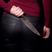 Vilniuje girta moteris peiliu sužalojo vyrą