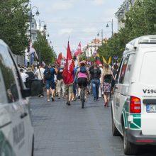 Proteste prieš skiepus ir testavimą incidentų išvengti nepavyko, teko įsikišti policijai