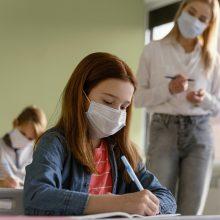 Prieštaringai vertinamą eksperimentą dėl pradinukų grąžinimo į mokyklą žada tvirtinti kitą savaitę