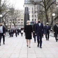Lenkijos premjeras Vilniuje ragino tautiečius skiepytis: tai leis greičiau grįžti į normalų gyvenimą