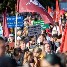"""Vilniuje – tūkstantinis protestas: su plakatais """"Ne gyvulių pasui"""" ir """"Dž. Sorošą lauk iš Lietuvos"""""""