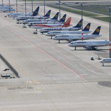 """Koronaviruso padariniai: """"Ryanair"""" planuoja atleisti 3 tūkstančius darbuotojų"""