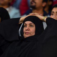 Vyrai ir moterys Saudo Arabijoje į restoraną galės žengti pro tas pačias duris