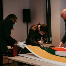 Kosmose pabuvusi Lietuvos vėliava bus saugoma Etnokosmologijos muziejuje