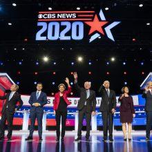 B. Sandersui demokratų TV debatuose vėl teko atlaikyti kritikos laviną