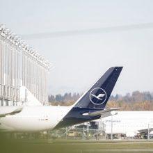 """Tęsiasi """"Lufthansa"""" skrydžių palydovų streikas: atšaukta šimtai skrydžių"""