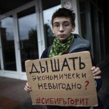 Protestai Sibire dėl įsiplieskusių gaisrų: reikalauja regiono vadovo atsistatydinimo