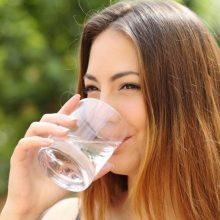 Kaip žinoti, ar per karščius išgeriate pakankamai vandens