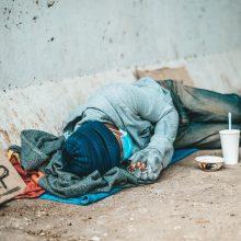 """""""Oxfam"""": pandemija milijardus žmonių dešimtmečiui nustūmė į skurdą"""