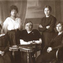 Europą pribloškęs moterų desantas Steigiamajame Seime