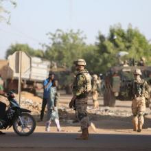 Tarptautinėje bazėje Malyje sprogus automobiliui sužeisti penki estų kariai