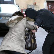 Vilniuje – moters ir užpuoliko grumtynės: vyras grasino ir reikalavo pinigų