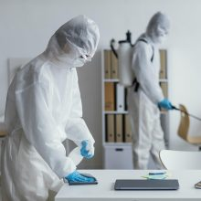 Nauji COVID-19 atvejai: epidemiologų akiratyje – ugdymo įstaigos, įmonės, šeimos