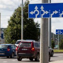 Aktualu vairuotojams: kelių dangos – sausos, šalies rytuose tvyro rūkas