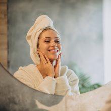 Veido odos priežiūros rutina žiemą: kokie svarbiausi žingsniai?