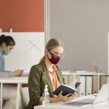 Užimtumo tarnyba: nuo pirmadienio darbdaviai privalo teikti informaciją apie įdarbintus užsieniečius