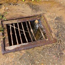 Visą savaitę iš hidranto bėga vanduo, nes taip reikia?