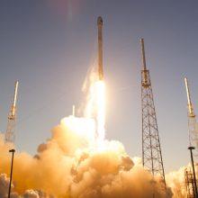 """""""SpaceX"""" naująją pilotuojamąją kapsulę per bandymus ištiko """"anomalija"""""""