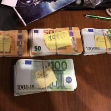 Pasieniečių laimikis – kontrabandinės cigaretės ir daugiau nei 200 tūkst. eurų