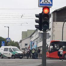 Nelaimė Kaune: miesto autobusas partrenkė vyrą