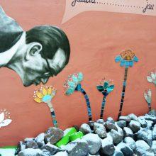 Kamerinio teatro kiemelį papuošusi freska savo eilės laukė trejus metus
