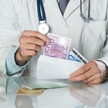 Apie kyšius medikams: tai rodo, kad žmonės gali mokėti už sveikatos priežiūros paslaugas