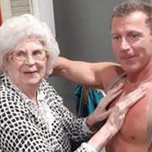 Išpildė norą: 89-erių senjorei pakvietė striptizo šokėją