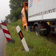 Autostradoje šalia Sitkūnų nuslydo vilkikas – buvo ribojamas eismas