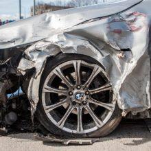 Vogtu BMW nuo policijos sprukęs ir avariją sukėlęs jaunuolis atsipirko lygtine bausme