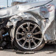 Dar viena kraupi avarija: apvirtus BMW žuvo juo važiavusi mergina