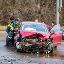 Panevėžyje trijų automobilių avarija įvyko vienam jų staigiai stabdžius