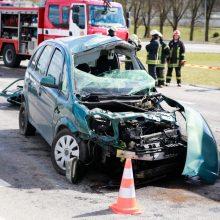 Avaringas rytas Varėnos rajone – susidūrė krovininis ir lengvasis automobiliai, BMW nulėkė nuo kelio