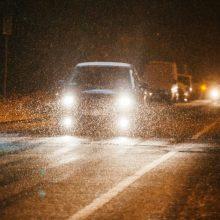 Naktį vietomis numatomi krituliai, rytą galima pūga ir plikledis