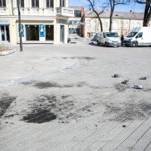 Neatsakingumo viršūnė: po mugės – prišnerkštas naujasis Laisvės alėjos grindinys