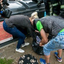 Į konteinerį išmesto šunelio gelbėjimo operacija – bevaisė