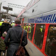 Tarp Vilniaus ir Kauno kursuos 40 traukinių reisų: atnaujinami tvarkaraščiai