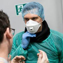 Koronaviruso židiniuose dirbantiems medikams – iki 100 proc. algos priedai?