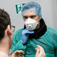 Lietuvą pasiekė dar 12 tonų apsaugos priemonių medikams