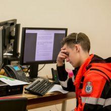 Darbuotojai pasimetę: darbdaviai reikalauja pasidaryti koronaviruso testą