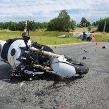Ties Amalių tuneliu – stiprus BMW ir motociklo susidūrimas: yra sužalotų