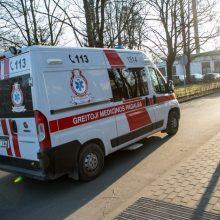 Kaune šaligatviu važiavęs dviratininkas partrenkė pėsčiąją